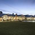<p> Kanye West đầu tư khá nhiều vào bất động sản. Anh cùng gia đình đang sinh sống tại một căn biệt thự rộng hơn 1.455 m2, giá 60 triệu USD nằm tại khu Hidden Hills, Los Angeles (California, Mỹ). West mua biệt thự này vào năm 2014. Ảnh: <em>Sotheby.</em></p>
