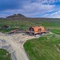 <p> Kanye West cùng vợ chi khoảng 14 triệu USD để sở hữu một trang trại rộng lớn ở thành phố Cody, bang Wyoming, Mỹ. Ảnh: <em>J.P. King Auction Company.</em></p>