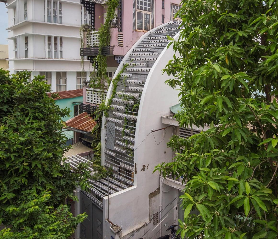 Nhà ở Sài Gòn làm liên tưởng đến quả sầu riêng 'vỏ' xù xì, 'ruột' hấp dẫn