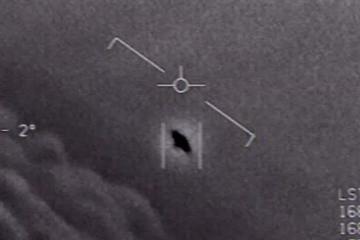 Lầu Năm Góc giải mật 3 video về UFO