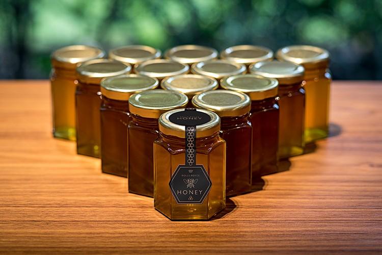 Đại gia xe sang Rolls-Royce chuyển trọng tâm sản xuất từ xe hơi sang mật ong