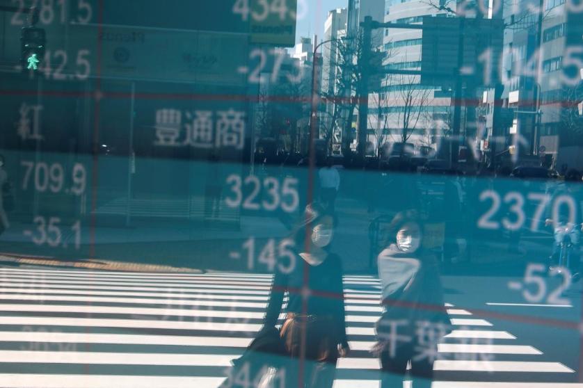 Giá dầu lại giảm sâu, chứng khoán châu Á trái chiều