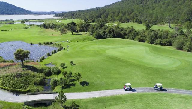 Diện tích sân golf xây dựng lần đầu không được quá 270 ha