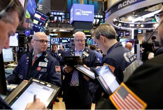 Nhà đầu tư rời khỏi nhóm cổ phiếu tăng trưởng, Phố Wall giảm điểm