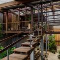 <p> Tuy nhiên, không gian bên trong mang lại những trải nghiệm hoàn toàn mới mẻ, khác biệt so với các ngôi nhà khác trong khu vực.Mái dốc truyền thống được đổi thành ba lớp mái dạng cánh bướm xuyên suốt chiều dài công trình, tăng sự thông thoáng tự nhiên và tạo sự kết nối bên trong và ngoài nhà.</p>