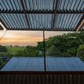 <p> Những khung cửa sổ có mái đua ra ngoài giúp che mưa nắng và đem lại những góc nhìn đẹp ra cảnh đồng quê xung quanh.</p>