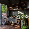 <p> Ngôi nhà bằng tôn ở An Giang được thiết kế và xây dựng từ năm 2017. Sau khi ra đời, công trình được nhiều báo chí quốc tế ca ngợi.</p>