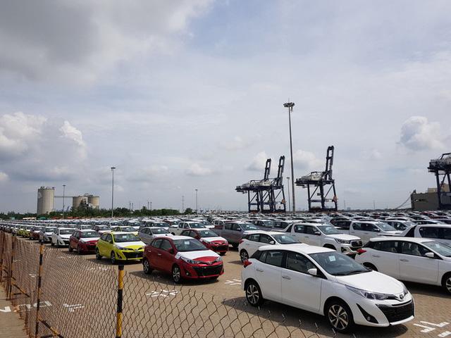 Ôtô nhập khẩu về Việt Nam trong tháng 4 tiếp tục 'lao dốc', giảm 50% so với tháng trước
