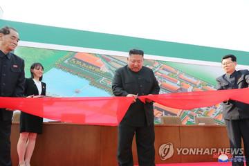 Kim Jong-un tái xuất sau 20 ngày vắng bóng
