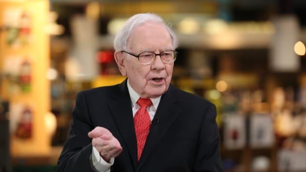 Warren Buffett khuyên nhà đầu tư làm gì khi thị trường ảnh hưởng bởi Covid-19?