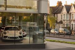 Doanh số bán xe hơi giảm, ngành công nghiệp ôtô châu Âu vừa trải qua một tháng kinh hoàng
