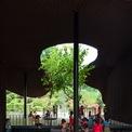 <p> Phần sân trung tâm có đủ diện tích và bóng mát để trẻ em vui chơi.</p>