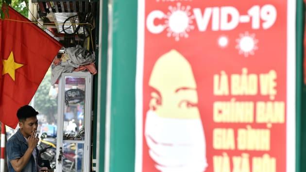 Oxford Economics: Việt Nam tránh được suy thoái nhờ những nỗ lực chống Covid-19 từ sớm