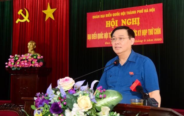 Bí thư Thành ủy Hà Nội Vương Đình Huệ phát biểu tại hội nghị tiếp xúc cử tri huyện Đan Phượng. Ảnh: VGP.