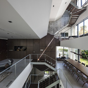 Bị hạn chế chiều cao, ngôi nhà ở TP HCM làm thêm một tầng hầm 'xa xỉ'