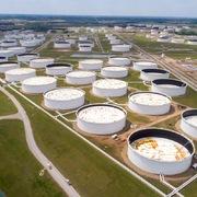 Tồn kho tại Mỹ tăng, giá dầu giảm, Brent mất mốc 30 USD/thùng