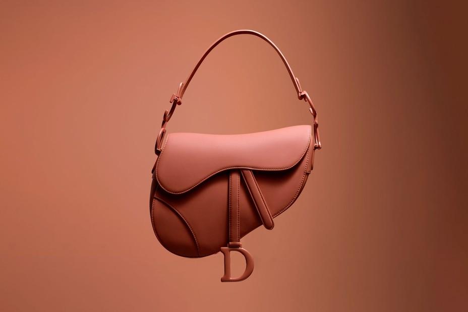 Các mẫu túi kinh điển của Dior ra mắt với diện mạo ultra-matte mới
