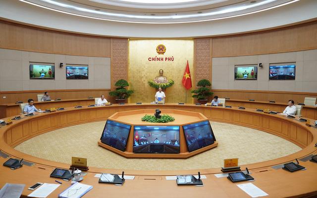 Thủ tướng đồng ý cho mở lại các dịch vụ không thiết yếu, trừ vũ trường và karaoke