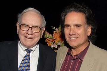 Con trai Warren Buffett: Từng sống rất đạm bạc, bán cổ phiếu được thừa kế để theo đuổi đam mê
