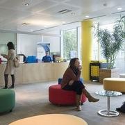 Facebook và Google cho phép nhân viên làm việc ở nhà đến hết năm
