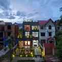 <p> Sau 15 năm xây dựng và đã xuống cấp nghiêm trọng, ngôi nhà trong một khu dân cư gần 3 khu công nghiệp tại Tiên Du, Bắc Ninh, được cải tạo.Nhà có diện tích là 200 m2 và mặt tiền chính hướng về phía nam.</p>