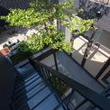 <p> Các kiến trúc sư cố gắng tạo ra một không gian sống thoải mái và cởi mở được bao quanh bởi màu xanh của cây xanh. Nó không chỉ đáp ứng nhu cầu chức năng và thẩm mỹ mà còn kết nối con người với thiên nhiên.</p>