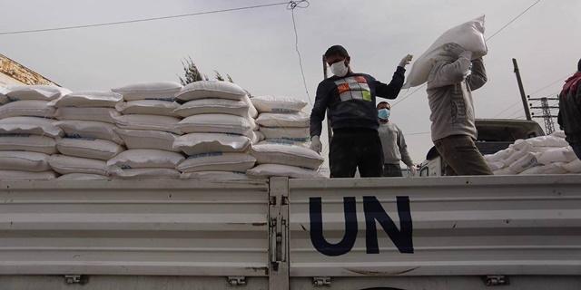 Xe chở hàng cứu trợ của Liên Hợp Quốc.