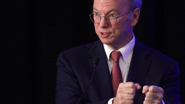Cựu CEO Eric Schmidt rời Google sau 19 năm gắn bó?