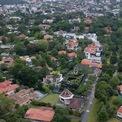 <p> Bằng cách sống với thiên nhiên, ngôi nhà này mang đến những định nghĩa mới mẻ cho lớp người sống ở vùng nhiệt đới. Điều đó còn phản ánh sự hợp tác tuyệt vời giữa chủ sở hữu và đội ngũ chuyên gia tư vấn về việc xây dựng lên một khung cảnh nhiệt đới trong mơ.</p>