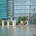 <p> Những trụ cầu đầu tiên phía bờ quận 1 được dựng lên.</p>