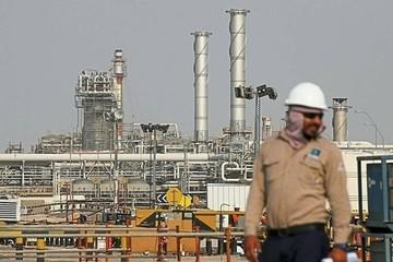 Arab Saudi giảm thêm sản xuất để cứu giá dầu