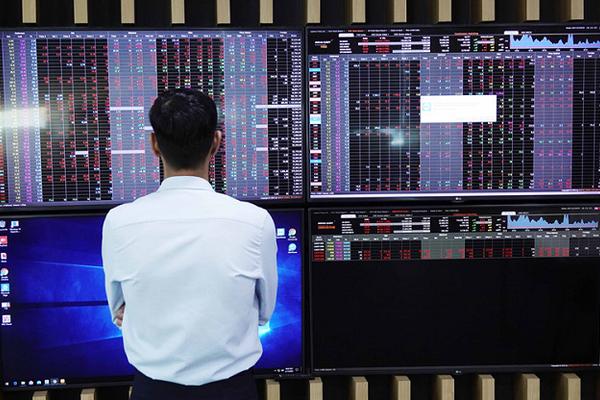 VN-Index dứt chuỗi 6 phiên tăng liên tiếp, hơn 7.700 tỷ đồng đổ vào thị trường