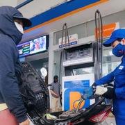 Giá xăng tăng, dầu giảm