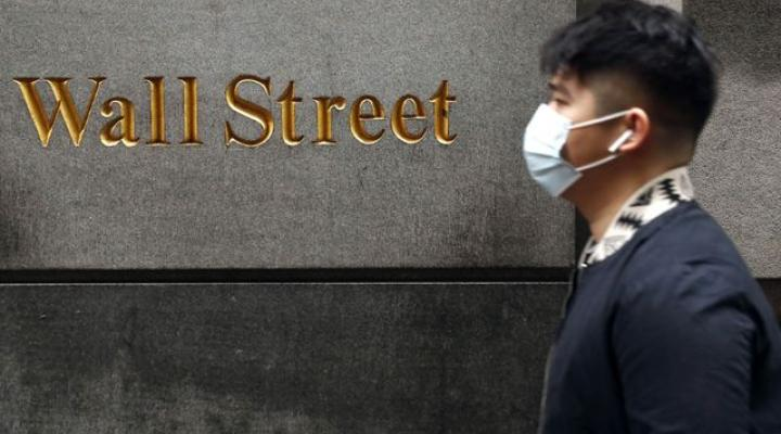 Chủ tịch Fed cảnh báo kinh tế còn suy yếu vì Covid-19, Phố Wall tiếp tục giảm