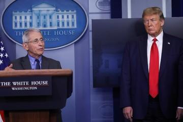 Trump 'không thể chấp nhận' cảnh báo hậu quả về tái mở cửa kinh tế sớm