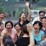 Giảm tiêu tiền nhàn rỗi nhưng người tiêu dùng Việt vẫn lạc quan thứ tư thế giới