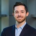 """<p class=""""Normal""""> Tháng 9/2019, người con trai 29 tuổi của John H. Tyson - John R. Tyson - được bổ nhiệm giữ vị trí giám đốc phát triển bền vững của công ty.<span>John R. Tyson, người phụ trách định hướng phát triển bền vững cho tập đoàn, chia sẻ với <em>Wall Street Journal</em> trong tháng 1 vừa qua rằng anh sẽ có thể sẽ gắn bó với công ty trong suốt sự nghiệp của mình.</span></p> <p class=""""Normal""""> Trong khi Tyson Foods đã phát triển thành một trong ba doanh nghiệp chế biến thịt lớn nhất trên thế giới, theo Viện Nông nghiệp và Thương mại Mỹ, công ty này sẽ vẫn mang thiên hướng là một công ty gia đình, hơn là một tập đoàn đại chúng.</p>"""