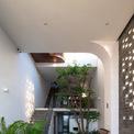 <p> Nhờ thiết kế tối giản và cắt giảm những vật dụng không cần thiết, ngôi nhà đem lại năng lượng sống nhẹ nhàng, hoàn toàn hướng về thiên nhiên.</p>