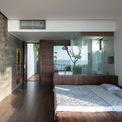 <p> Khu vực phòng ngủ với tầm nhìn hướng biển, thiết kế tối giản nhưng không kém phần hiện đại.</p>