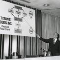 """<p class=""""Normal""""> Công ty niêm yết trên sàn chứng khoán với tên gọi Tyson Foods vào năm 1963 và bắt đầu một giai đoạn bận rộn với các thương vụ mua bán và sáp nhập. Năm 1966, Don trở thành chủ tịch của công ty.<span>Một năm sau đó, John W. Tyson và vợ của ông qua đời trong một vụ tai nạn tàu hỏa.</span>Ảnh:<em>Tyson Foods</em></p>"""