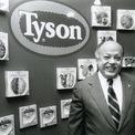 """<p class=""""Normal""""> Tyson Foods tiếp tục đà phát triển qua các thập kỷ 70 và 80. Công ty cũng mở nhiều chi nhánh và mua lại các công ty khác như Mexican Original, một công ty chuyên sản xuất các loại bánh từ bột mì và bột ngô.<span>Từ năm 1984 tới năm 1989, công ty đã gia tăng gấp đôi quy mô của mình.</span></p> <p class=""""Normal""""> Trong những năm 1980, John H. Tyson, con trai của Don Tyson, người ở thời điểm hiện tại là chủ tịch của Tyson Foods, mắc phải chứng nghiện rượu.<span>Nhưng ông đã dừng thói quen xấu này vào năm 1990, ông chia sẻ với <em>Forbes</em> vào năm 2004.</span></p> <p class=""""Normal""""> """"Tôi cảm thấy quá mệt mỏi"""", ông nói. """"Cảm ơn chúa đã cho tôi cơ hội để sửa sai"""". Ảnh:<em>Tyson Foods</em></p>"""