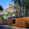 <p> Ngôi nhà nằm trong một khu phố của Pune, Ấn Độ, có nhiều cây xanh.</p>