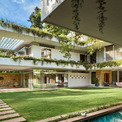 <p> Gia đình 6 người sống trong ngôi nhà này. Để tạo nên không gian tự nhiên hài hòa nhất có thể, kiến trúc sư đã sử dụng ý tưởng thiết kế từ chữ H.</p>