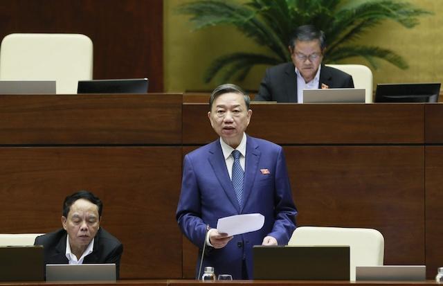 Bộ trưởng Công an Tô Lâm trong một phiên trả lời chất vấn tại hội trường Diên Hồng.