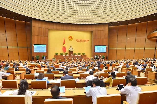 Các đại biểu Quốc hội họp tại phòng Diên Hồng trong kỳ họp thứ 8.