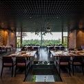 <p> Phòng ăn được bài trí theo phong cách sang trọng.</p>