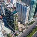 <p> Chicland là tên của một tòa khách sạn cao 21 tầng với 129 phòng ngủ, một quán cà phê, spa, quán bar, nhà hàng và hồ bơi vô cực ở ven biển Đà Nẵng. Với không gian được bao phủ với hoa lá và cây xanh, Chicland trở nên nổi bật giữa khu vực nhiều khách sạn bậc nhất TP biển.</p>
