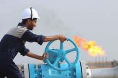 Giá dầu lên đỉnh hai tháng ngay trước ngày WTI giao tháng 6 đáo hạn