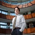 """<p class=""""Normal""""> <strong>Andrew Beal - Chủ tịch Beal Bank</strong><br /><br /><span>Tài sản: 8 tỷ USD</span><br /><br /><span>Nguồn thu nhập: Beal Financial Corporation</span><br /><br /><span>Quyên góp: Hơn 1,03 triệu USD</span><br /><br /><span>Andrew Beal, 67 tuổi, là chủ của Beal Financial Corporation, công ty sở hữu ngân hàng Beal Bank. Trước khi Trump đắc cử, ngân hàng của Beal là tổ chức cho vay chính của Trump Entertainment Resorts, <em>Forbes </em>đưa tin. Ông cũng từng quyên góp 549.400 USD cho chiến dịch tranh cử của Trump năm 2016. Ảnh: </span><em>Wall Street Journal.</em></p>"""