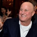 """<p class=""""Normal""""> <strong>Ronald Perelman - Nhà đầu tư</strong><br /><br /><span>Tài sản: 7,27 tỷ USD</span><br /><br /><span>Nguồn thu nhập: Công ty đầu tư MacAndrews &amp; Forbes, Revlon</span><br /><br /><span>Quyên góp: 125.000 USD</span><br /><br /><span>Ronald Perelman, 77 tuổi, sở hữu khối tài sản hơn 7 tỷ USD bằng cách mua lại các công ty mà ông tin rằng bị định giá thấp trong nhiều lĩnh vực. Ông là cổ động lớn của hãng sản xuất mỹ phẩm Revlon. Ảnh: </span><em>Bloomberg</em><span>.</span></p>"""